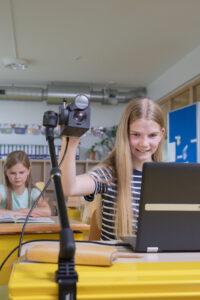 steller PK7 Kamera mit MKS Stativ im Unterricht